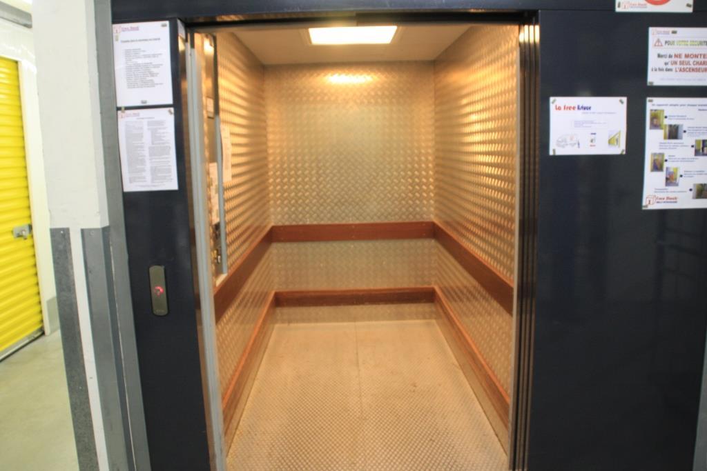 ascenseur monte charge ou escalier quand on a le choix. Black Bedroom Furniture Sets. Home Design Ideas